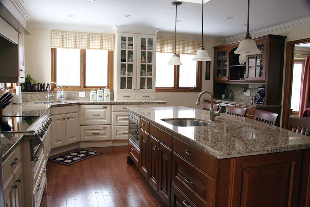 Dark and Light Kitchen Cabinets